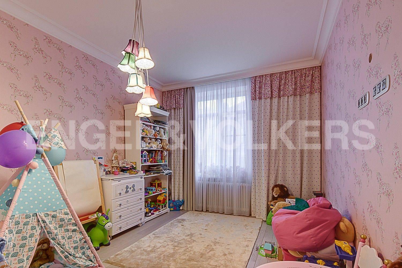 Элитные квартиры в Центральном районе. Санкт-Петербург, ул. Парадная, 3. Детская комната
