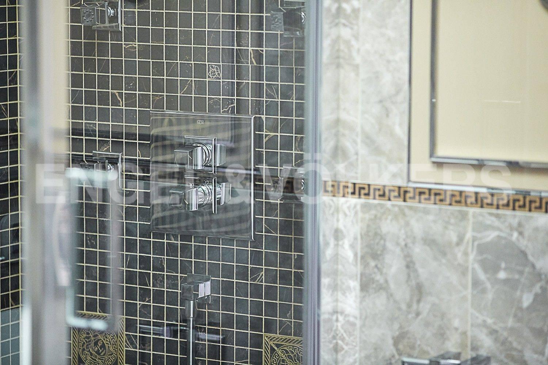 Элитные квартиры в Центральном районе. Санкт-Петербург, ул. Парадная, 3. Элементы дизайна во второй ванной комнате