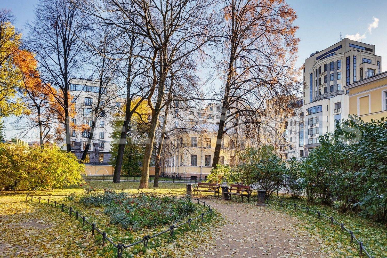 Элитные квартиры в Центральном районе. Санкт-Петербург, Парадная, 3. Сад Салтыкова-Щедрина перед окнами комплекса
