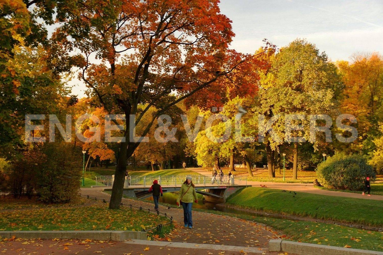 Элитные квартиры в Центральном районе. Санкт-Петербург, Парадная, 3. Таврический сад