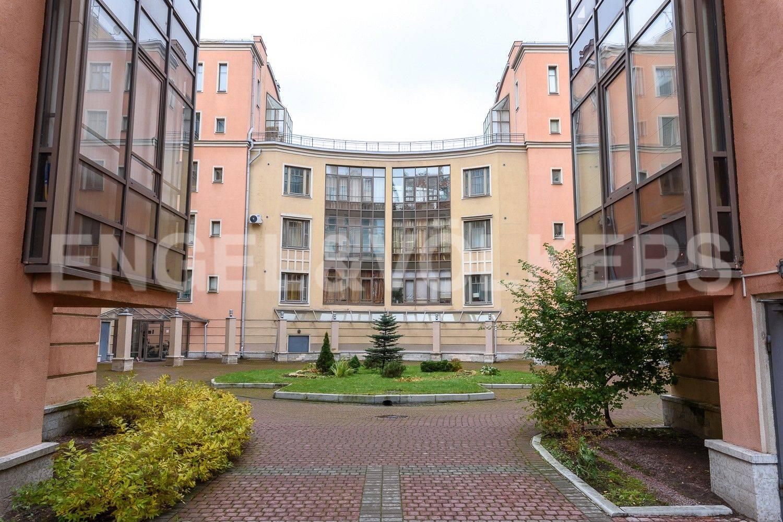 Элитные квартиры на . Санкт-Петербург, Морской пр., 11. Вход в коплекс