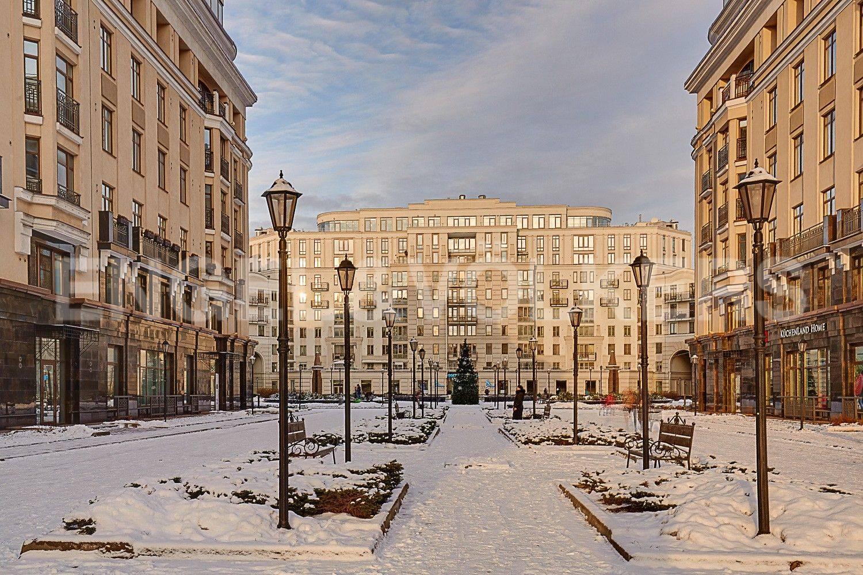 Элитные квартиры в Центральном районе. Санкт-Петербург, ул. Парадная, 3. Пешеходная зона комплекса в сторону центральной площади