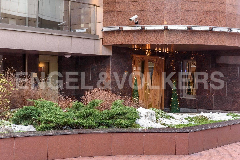 Элитные квартиры в Центральном районе. Санкт-Петербург, Большой Сампсониевский проспект, 4-6. Вход в парадную с внутренней территории дома