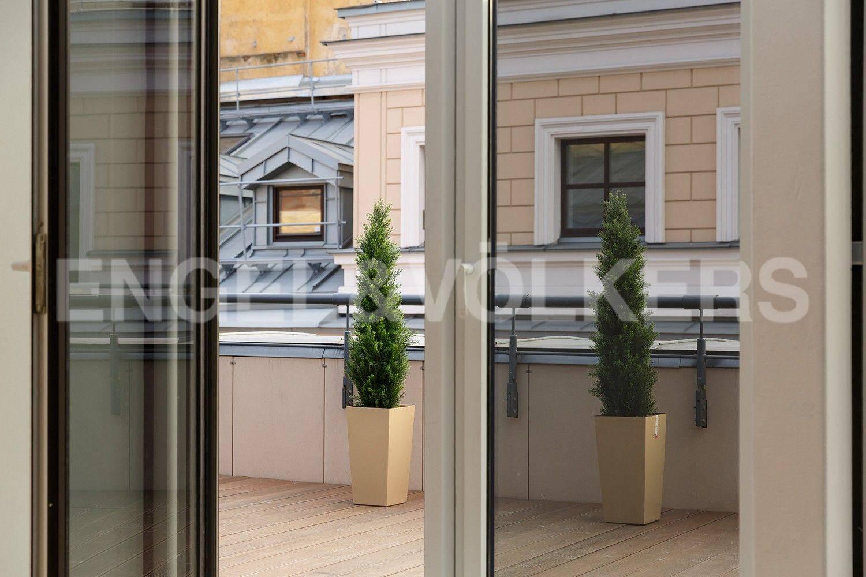 Элитные квартиры в Центральном районе. Санкт-Петербург, наб. Кутузова, 24. Вид на террасу