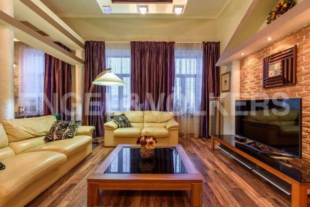 Каменноостровский, 44  –  семейная квартира с видом  на набережную