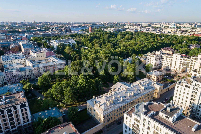 Элитные квартиры в Центральном районе. Санкт-Петербург, Парадная, 3, к. 2. Территория вокруг