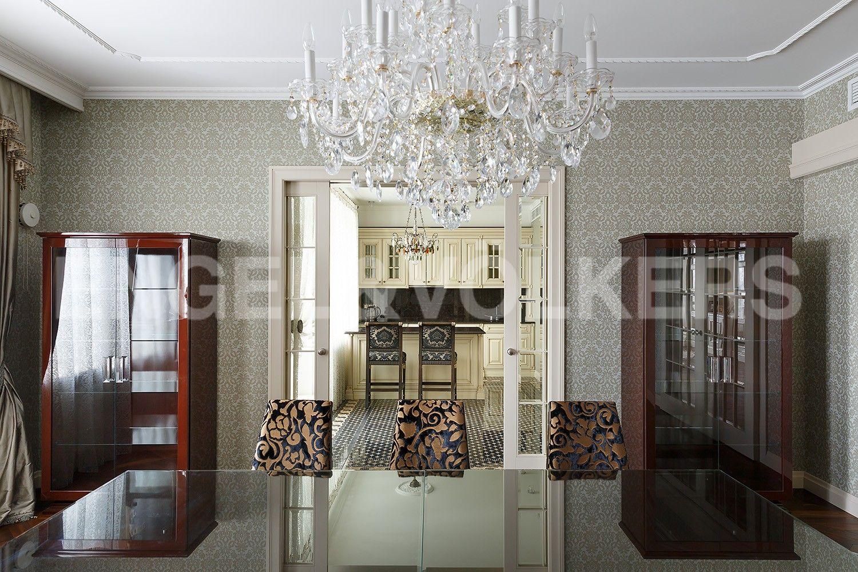 Элитные квартиры в Центральном районе. Санкт-Петербург, Парадная, 3. Выход в кухню