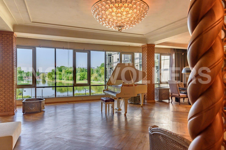 Элитные квартиры на . Санкт-Петербург, Южная дорога, д.5 . Вид из гостиной