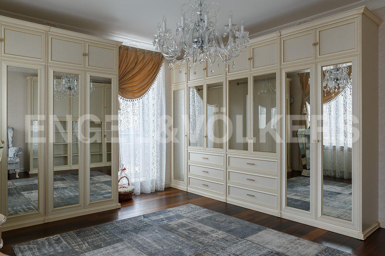 Элитные квартиры в Центральном районе. Санкт-Петербург, Парадная, 3, к. 2. Гардеробная