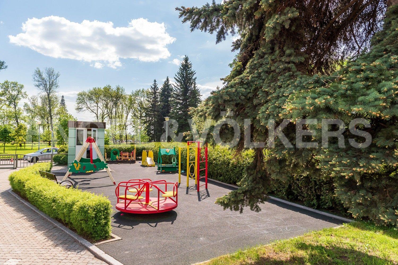 Элитные квартиры на . Санкт-Петербург, Южная дорога, д.5 . Детская площадка