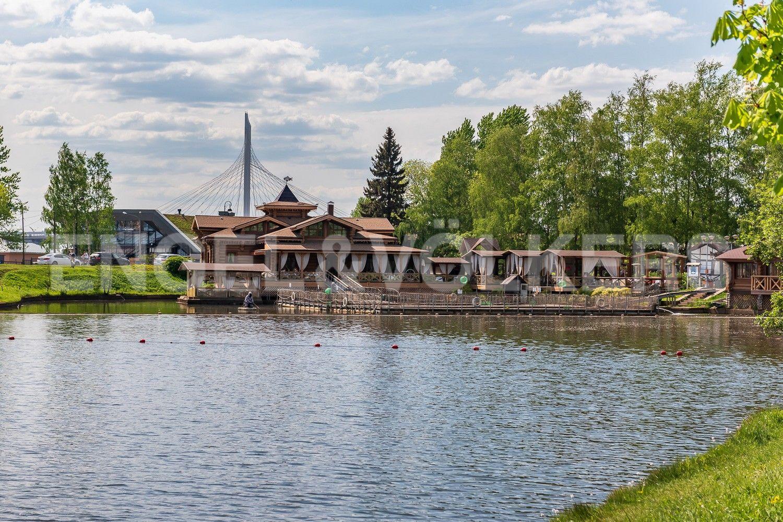 Элитные квартиры на . Санкт-Петербург, Южная дорога, д.5 . Ресторан в парке