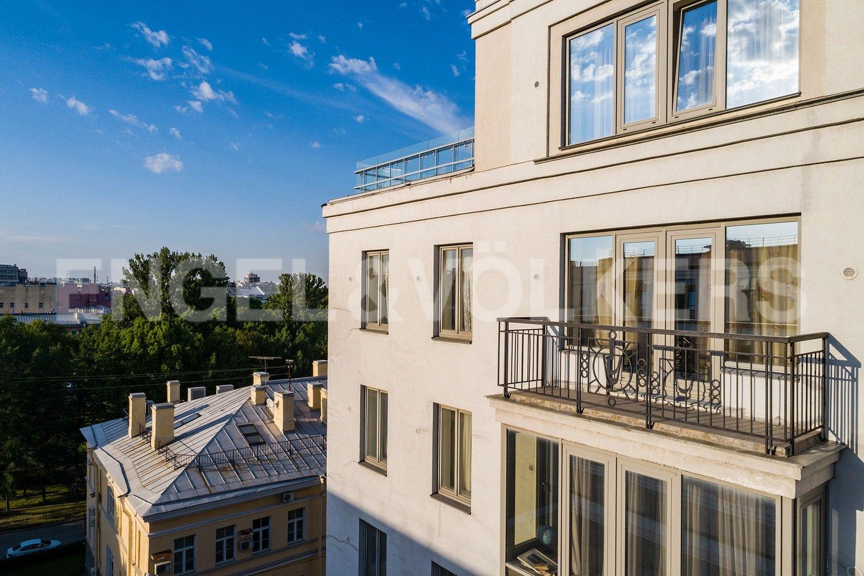 Элитные квартиры в Центральном районе. Санкт-Петербург, Парадная, 3, к. 2. Балкон