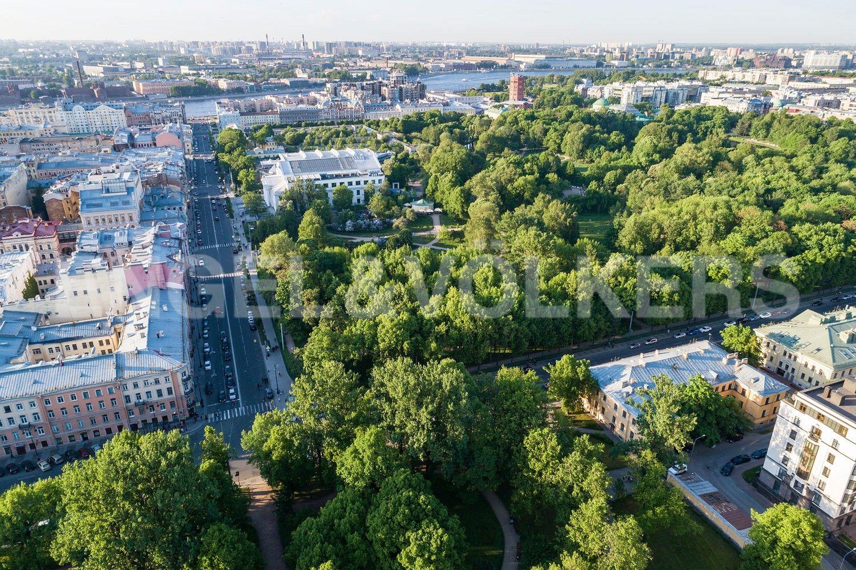 Элитные квартиры в Центральном районе. Санкт-Петербург, Парадная, 3, к. 2. Таврический парк