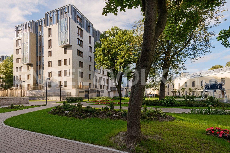 Элитные квартиры в Центральном районе. Санкт-Петербург, Смольного ул., 4. Благоустроенная территория комплекса