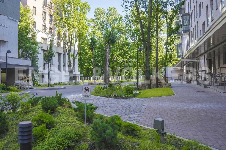Элитные квартиры в Центральном районе. Санкт-Петербург, Смольного ул., 4. Ландшафтный дизайн на территории комплекса
