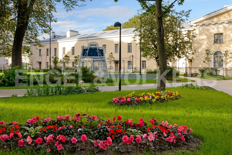 Элитные квартиры в Центральном районе. Санкт-Петербург, Смольного ул., 4. Ландшафтный дизайн территории комплекса