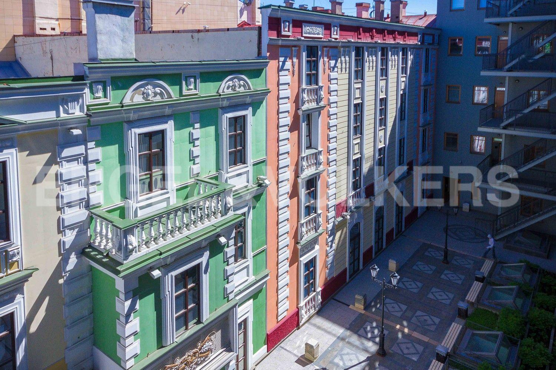 Элитные квартиры в Центральном районе. Санкт-Петербург, Конногвардейский б-р, д. 5. Вид во внутренний двор