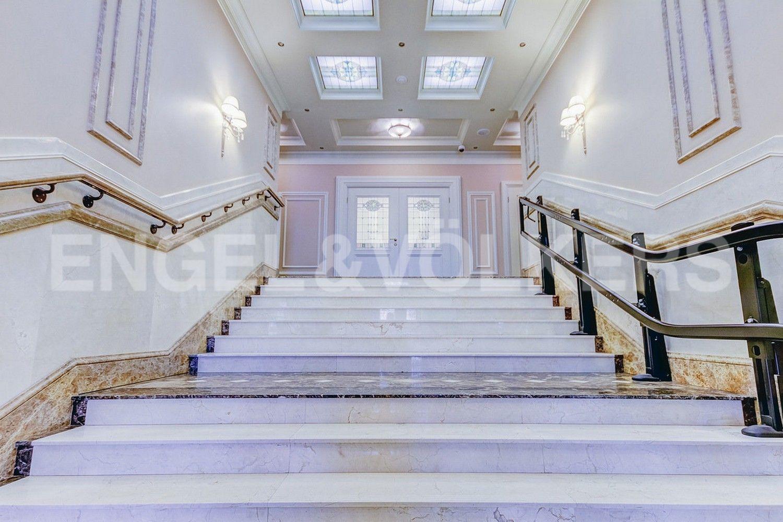 Элитные квартиры в Центральном районе. Санкт-Петербург, Конногвардейский б-р, д. 5. Парадная лестница