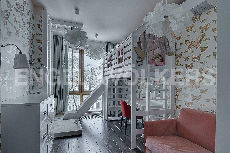 Элитные квартиры в Центральном районе. Санкт-Петербург, Смольного ул., 4. Детская спальня