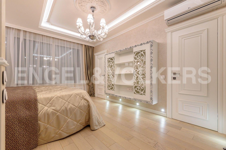 Элитные квартиры в Центральном районе. Санкт-Петербург, Большой Сампсониевский проспект, 4-6. Вход из спальни в ванную комнату