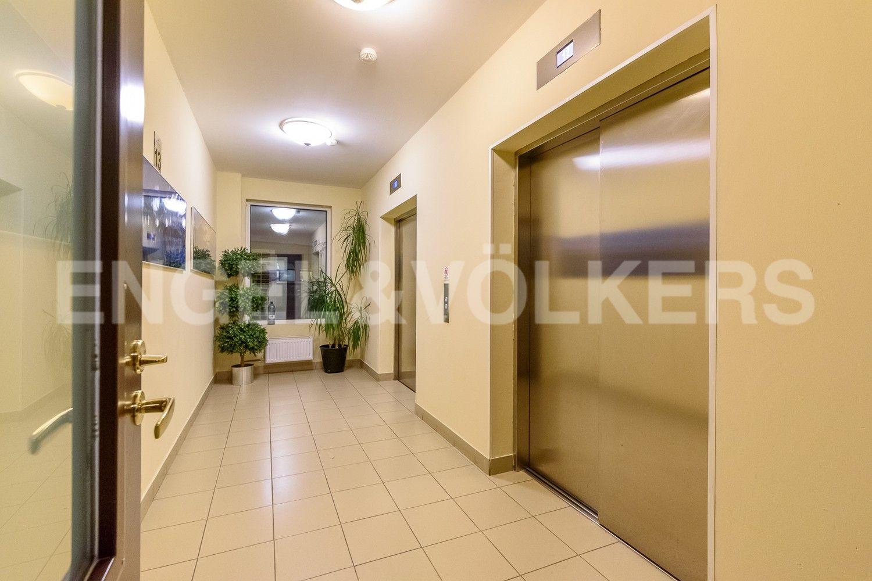 Элитные квартиры в Центральном районе. Санкт-Петербург, Большой Сампсониевский проспект, 4-6. Скоростные бесшумные лифты в парадной
