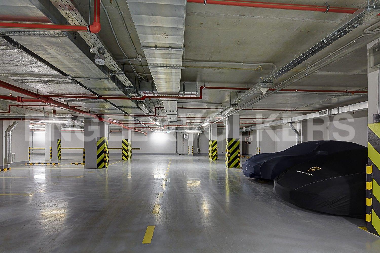 Элитные квартиры в Центральном районе. Санкт-Петербург, Смольного ул., 4. Подземный паркинг (спуск на лифте напрямую)