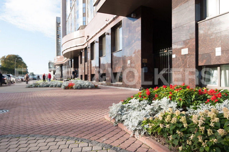 Элитные квартиры в Центральном районе. Санкт-Петербург, Большой Сампсониевский проспект, 4-6. Ландшафтное окружение около дома