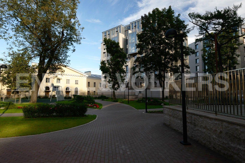 Элитные квартиры в Центральном районе. Санкт-Петербург, Смольного ул., 4. Благоустроенная внутренняя территория комплекса