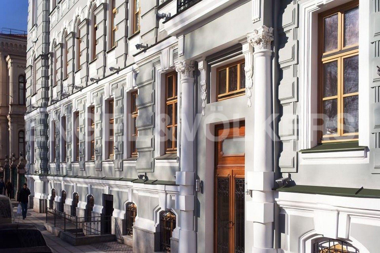 Элитные квартиры в Центральном районе. Санкт-Петербург, Конногвардейский б-р, д. 5. Элемент фасада