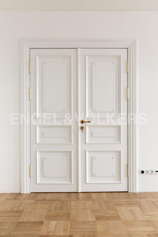 Элитные квартиры в Центральном районе. Санкт-Петербург, Кутузова, 24. Двери из цельного дерева