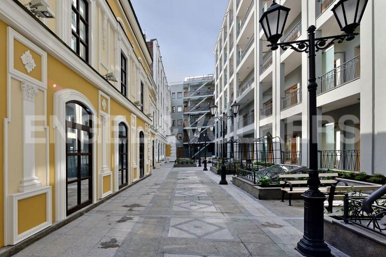 Элитные квартиры в Центральном районе. Санкт-Петербург, Конногвардейский б-р, д. 5. Западный двор