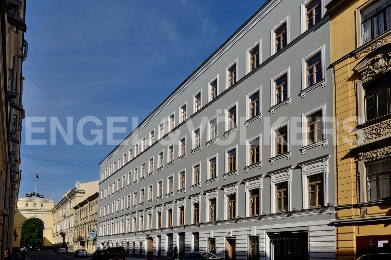 Элитные квартиры в Центральном районе. Санкт-Петербург, Конногвардейский б-р, д. 5. Фасад со стороны Галерной улицы