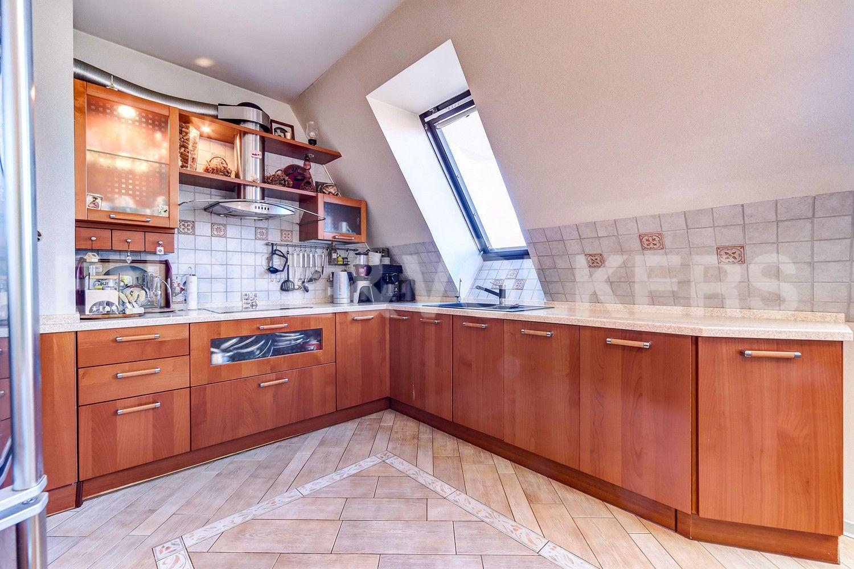 Элитные квартиры в Центральном районе. Санкт-Петербург, Конная, 13. Встроенная кухня