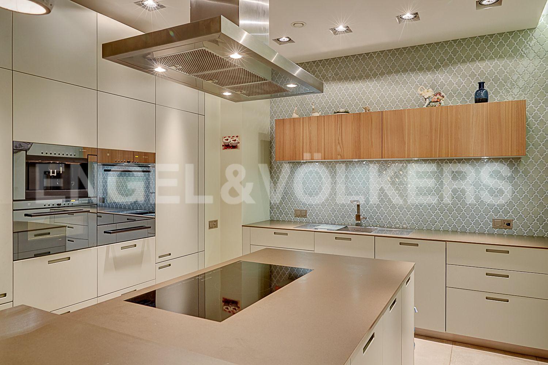 Элитные квартиры в Центральном районе. Санкт-Петербург, Кирочная, 64. Встроенная кухня