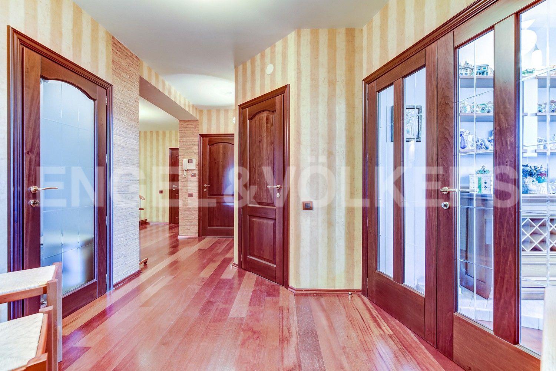 Элитные квартиры в Центральном районе. Санкт-Петербург, Конная, 13. Холл первого уровня