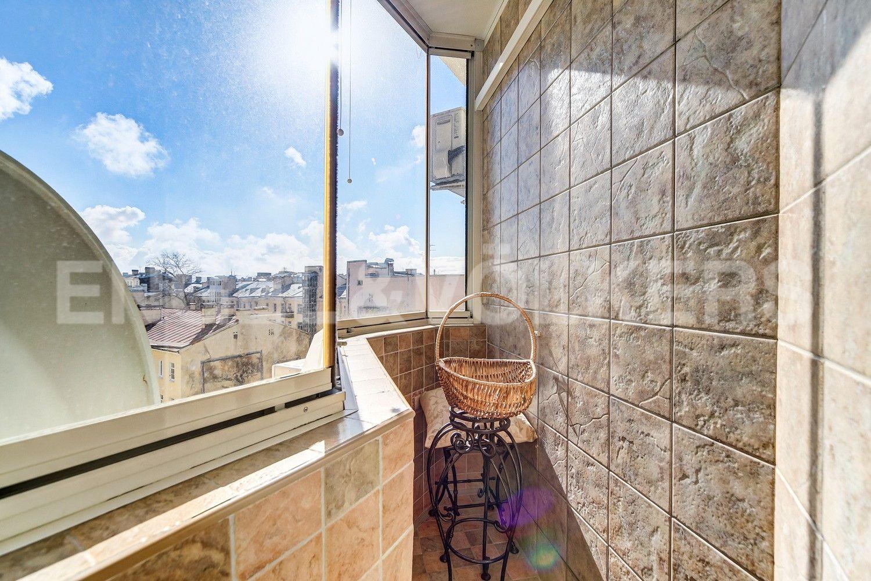 Элитные квартиры в Центральном районе. Санкт-Петербург, Конная, 13. Балкон в основной спальней