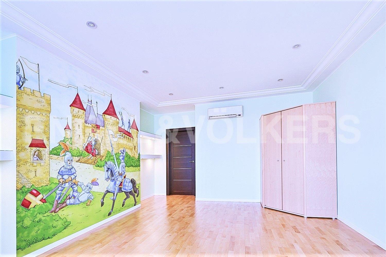 Элитные квартиры в Других районах области. Санкт-Петербург, Приморский пр., 137. Детская комната
