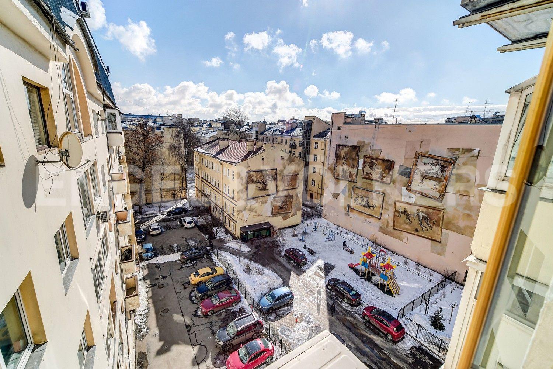 Элитные квартиры в Центральном районе. Санкт-Петербург, Конная, 13. Вид с балкона во внутренний двор