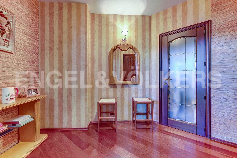 Элитные квартиры в Центральном районе. Санкт-Петербург, Конная, 13. Интерьер холла на первом уровне