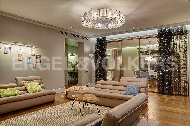 Элитные квартиры в Центральном районе. Санкт-Петербург, Кирочная, 64. Гостиная