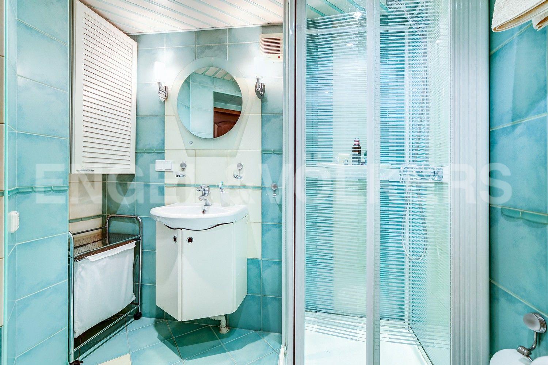 Элитные квартиры в Центральном районе. Санкт-Петербург, Конная, 13. Ванная комната на втором уровне