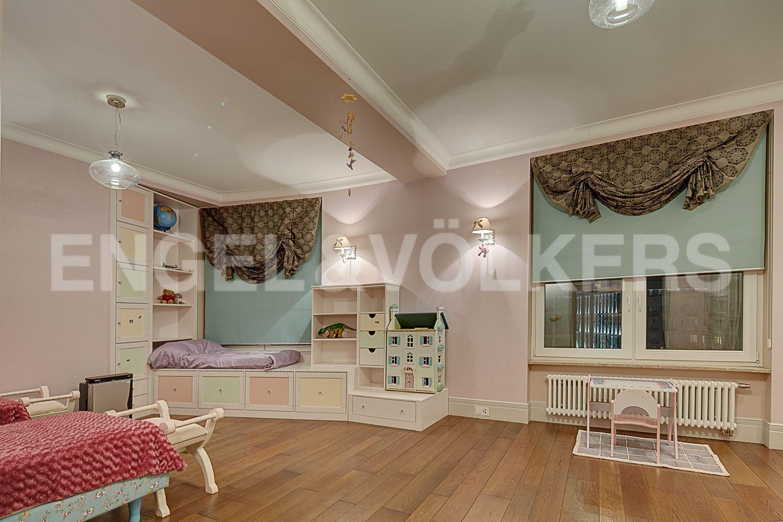 Элитные квартиры в Центральном районе. Санкт-Петербург, Кирочная, 64. Детская комната