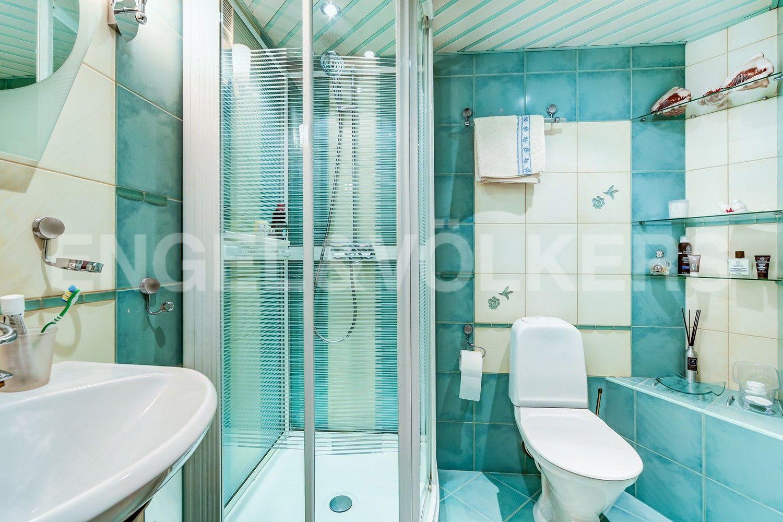 Элитные квартиры в Центральном районе. Санкт-Петербург, Конная, 13. Ванная комната с душевой