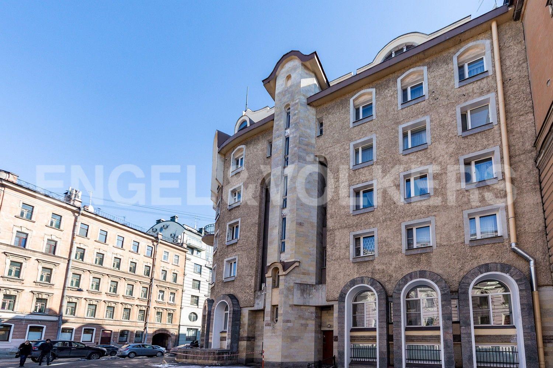 Элитные квартиры в Центральном районе. Санкт-Петербург, Конная, 13. Фасад дома со стороны Перекупного переулка