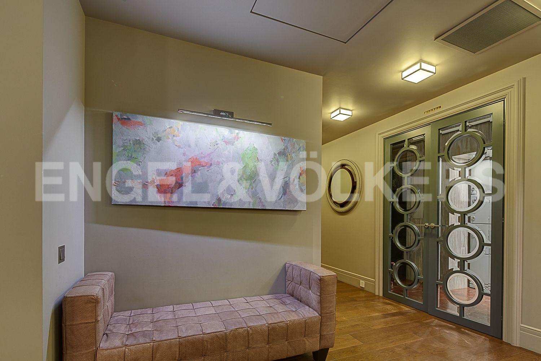 Элитные квартиры в Центральном районе. Санкт-Петербург, Кирочная, 64. Холл
