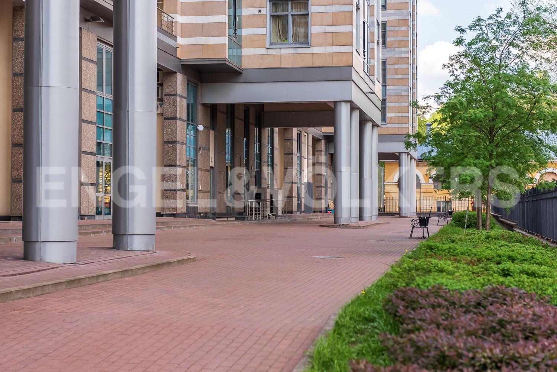 Элитные квартиры в Центральном районе. Санкт-Петербург, Кирочная, 64. Закрытая благоустроенная территория комплекса