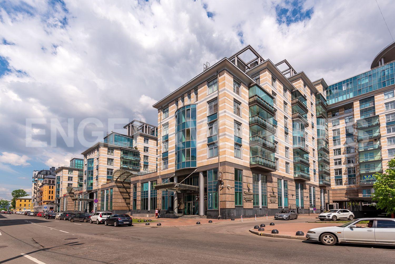 Элитные квартиры в Центральном районе. Санкт-Петербург, Кирочная, 64. Фасад комплекса со стороны Кирочной улицы