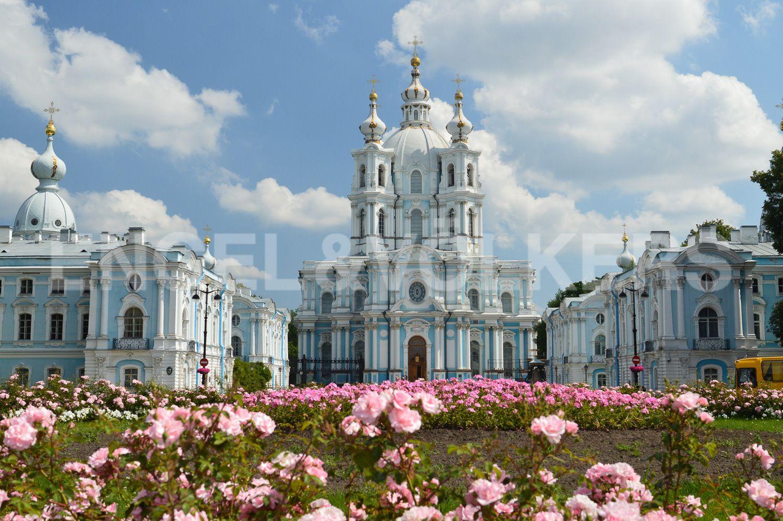 Элитные квартиры в Центральном районе. Санкт-Петербург, Кирочная, 64. Смольный собор в ближайшем окружении