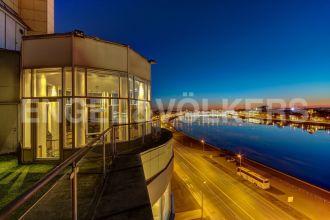 Воскресенская наб., 4 – терраса и панорамный вид Петербурга «словно на ладони»