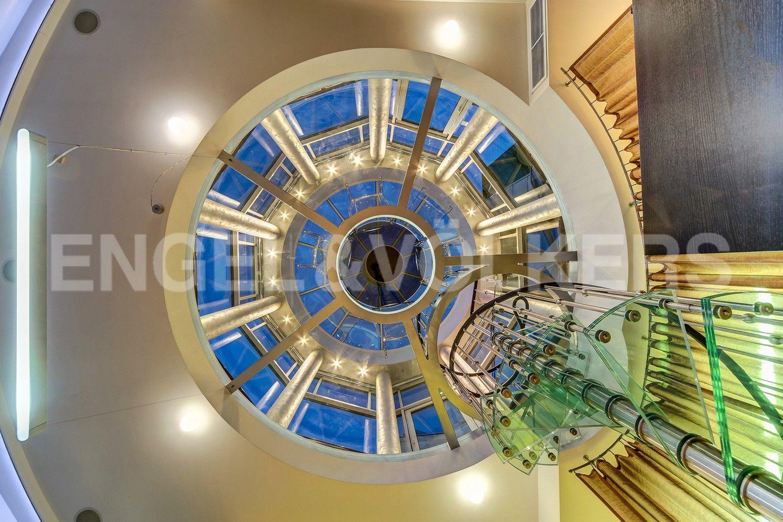 Винтовая лестница к куполу ротонды